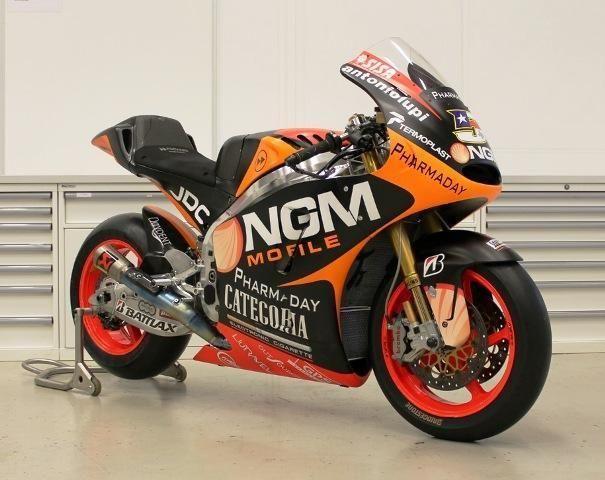 2013 Kawasaki Colin Edwards MotoGP