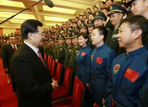 Hu Jintao meets astronauts, scientists of manned space docking