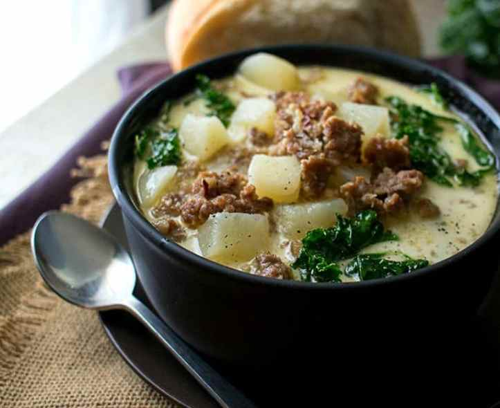 Slow Cooker Zuppa Toscana | The Chunky Chef | The classic zuppa toscana soup, in slow cooker form! It tastes WAY better than Olive Garden's, and is sure to be a crowd pleaser! | http://thechunkychef.com