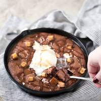 Rolo-Stuffed Skillet Brownie