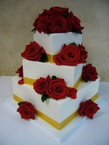They Got Boxes Stacked On Top Of One Another No Roses There The Baker Might Have Thought Are So Passe A Complete Wedding Cake Disaster