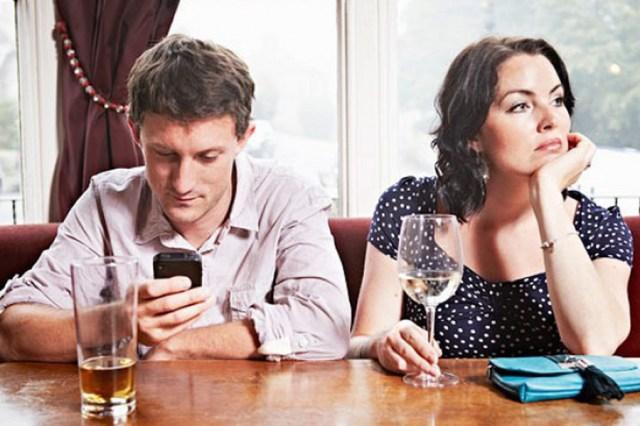 """El hombre que decidió vivir sin celular: """"la gente está idiotizada con sus  teléfonos"""""""
