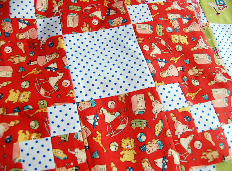 Playmates quilt red block