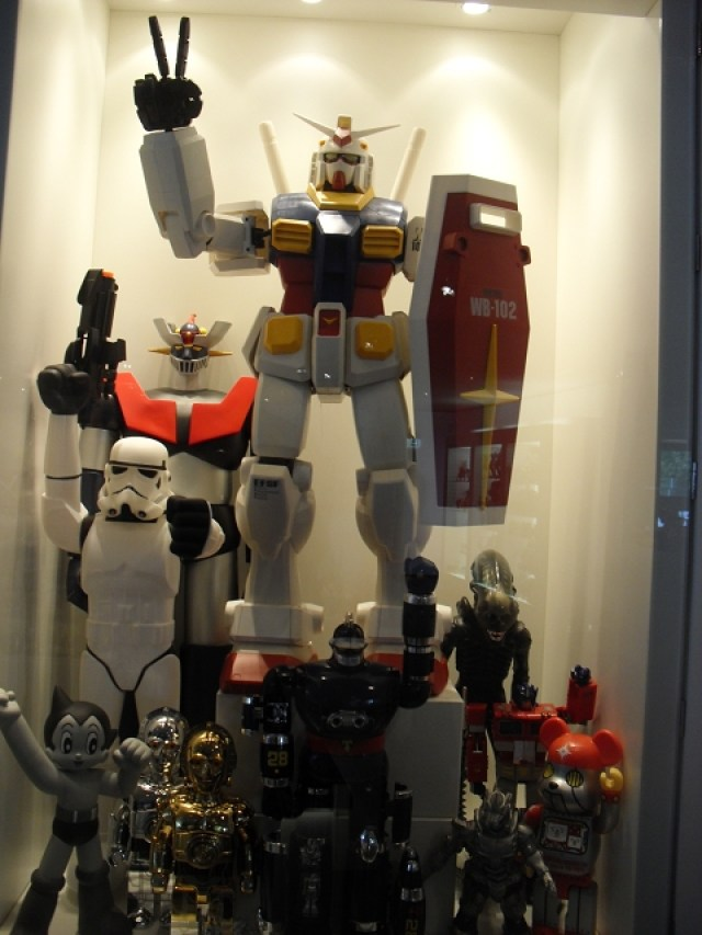 Art_and_Toys_Collectors_RoomDSCI2443