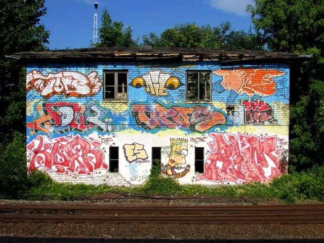 Haus-marienefelde-s-Bahnhof-streetart