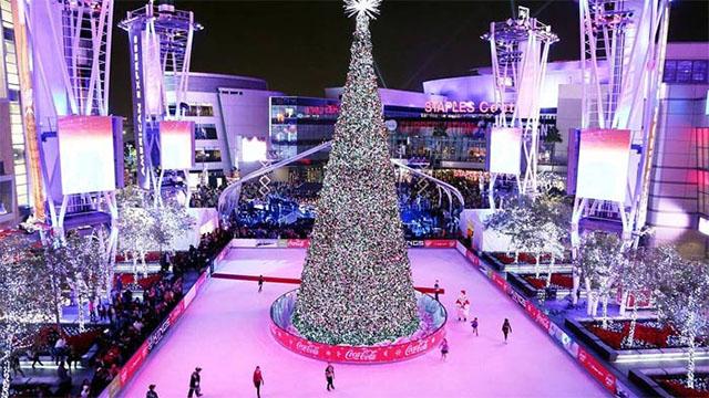 Free Christmas Spirit in Los Angeles; LA Live ice rink in LA