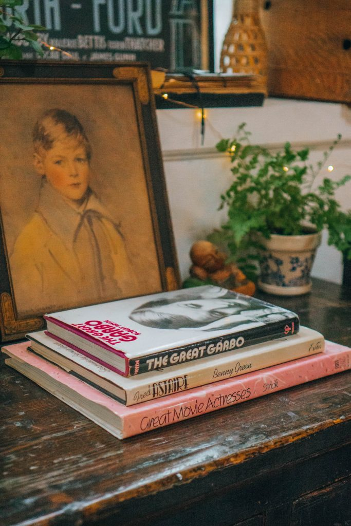 Staying at The Funky Loft in Brooklyn, New York; interior retro apartment details vintage books