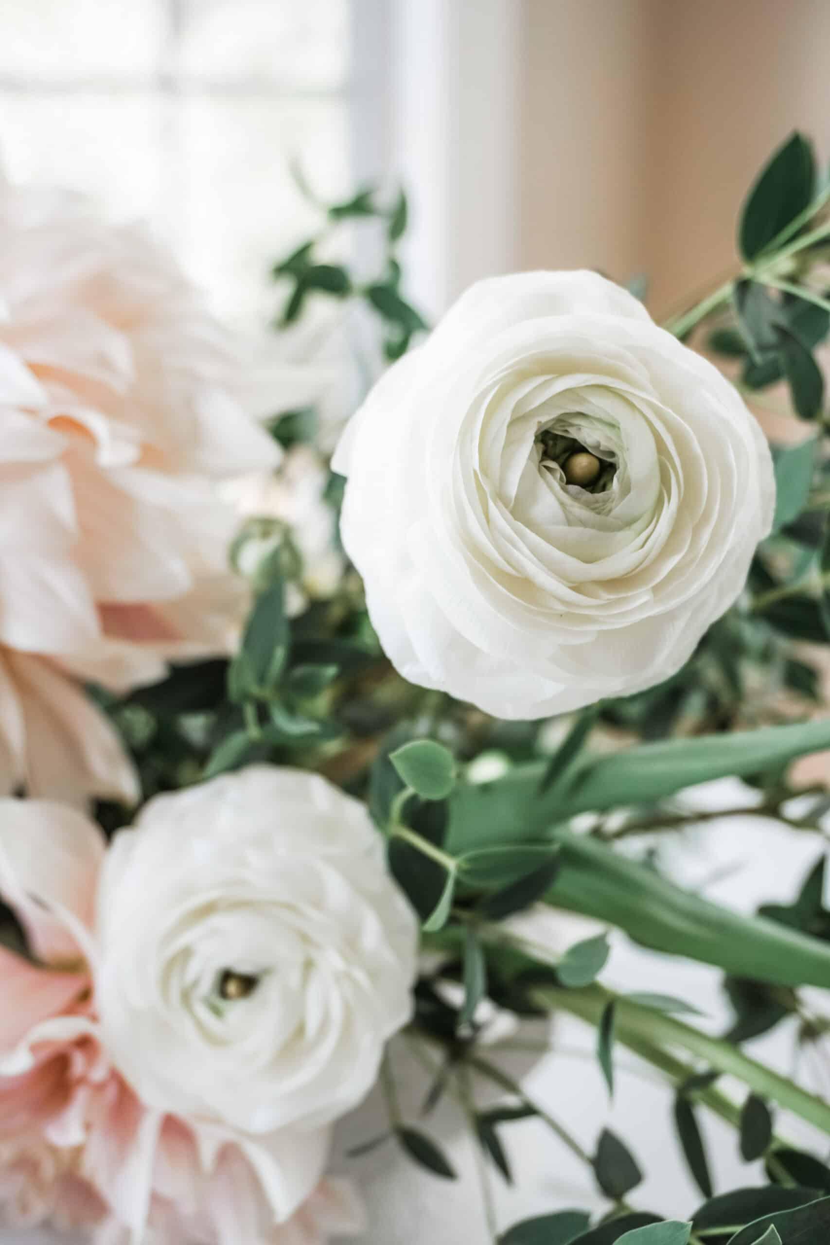 Frog lid vase flower arrangement