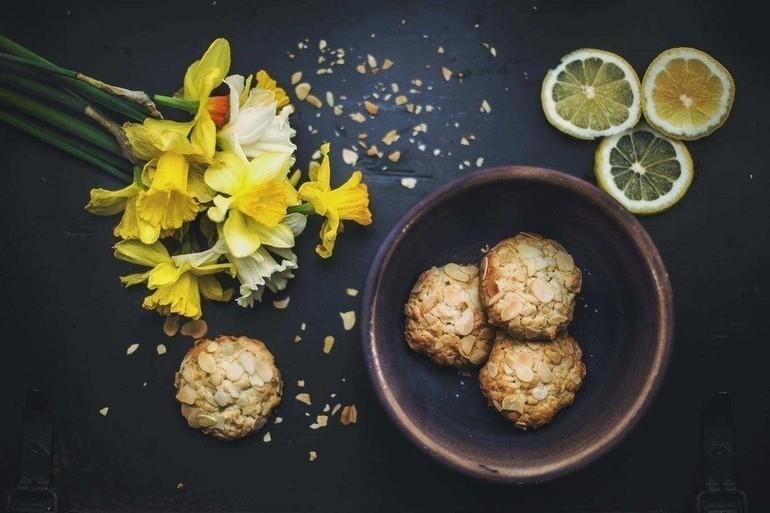 Almond biscuit cookies