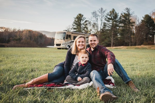 The Holladays - The Compass Is Calling a family traveling full time across the US
