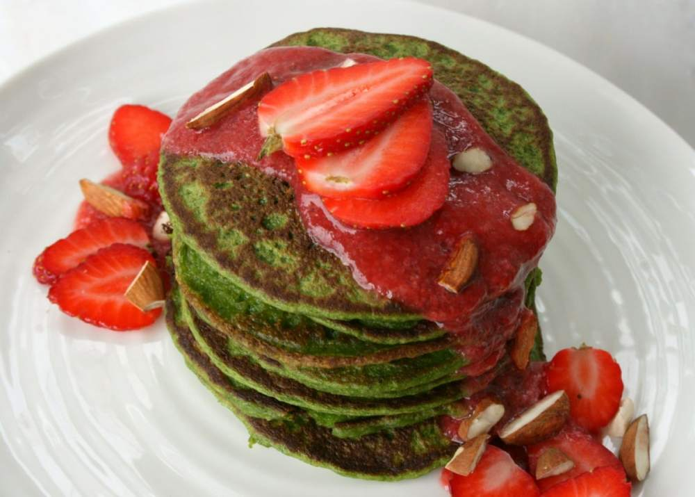 Spinach pancakes for a healthy breakfast
