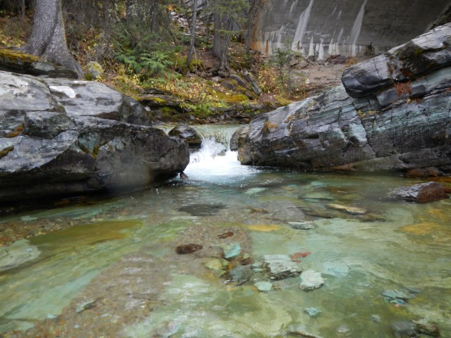 Pooling water between rocks