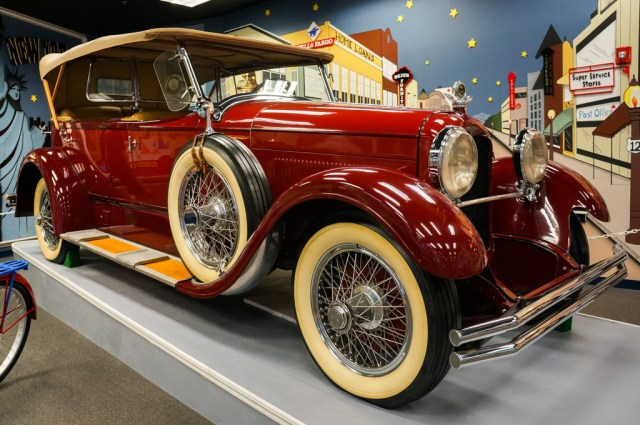 Miami Automobile Musuem - Dezer Collection 1927 Duesenberg Model X
