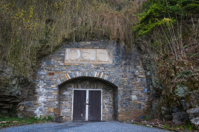Entrance to Indian Echo Caverns