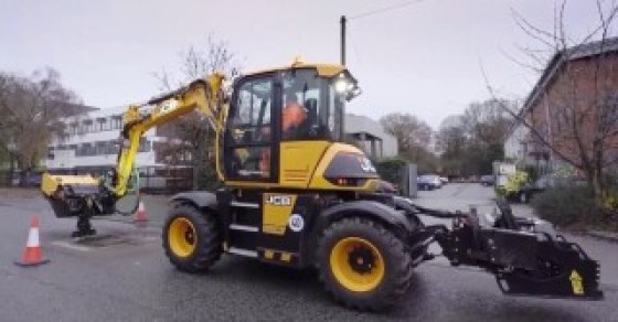 The Pothole Pro is based on the JCB Hydradig