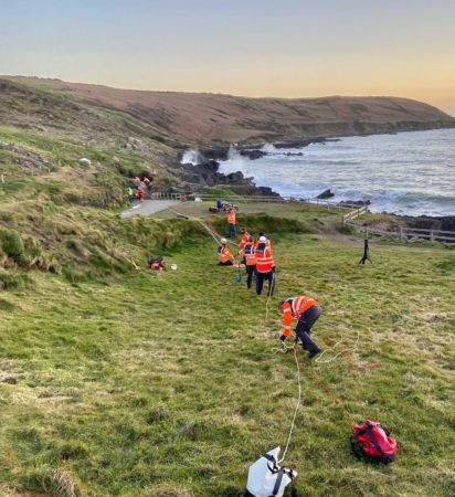 Person trapped in sea inlet off Dunworley beach, #WestCork – rescued by @CourtmacRNLI & Old Head/Seven Heads @IrishCoastguard Unit