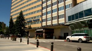 Patients diverted to other hospitals as Calgary's Foothills COVID-19 outbreaks continue to grow