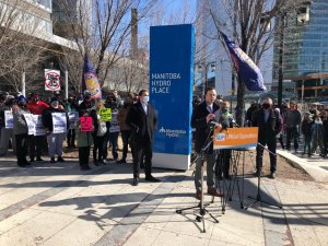 Manitoba NDP warned, but not fined, after crowded outdoor news conference