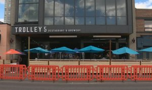 COVID-19: AHS issues orders to Calgary restaurants after they offered indoor dining