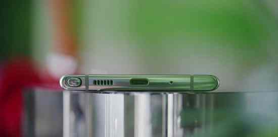 Samsung Galaxy Note 10 Plus bottom view - No headphone jack