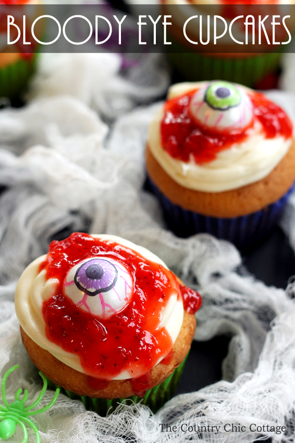 Make these bloody eye cupcakes for your Halloween!