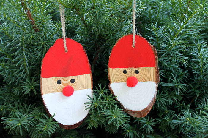 Wood Slice Santa Ornaments for your Christmas Tree | The Country Chic Cottage - a quick and easy holiday craft idea! Perfect for crafting with kids!