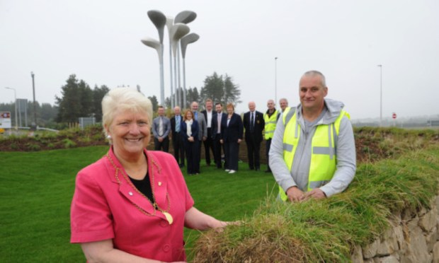 Provost Liz Grant and Sandy Ferrier of the community payback team with councillors and contractors representatives, and Reece Keiller gets up close to the Ryder Cup.