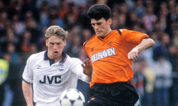 Darren Jackson playing for Dundee United in a 1990 Scottish Cup semi-final against Aberdeen.