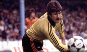 x 1980 Hamish McAlpine, Dundee Utd keeper.