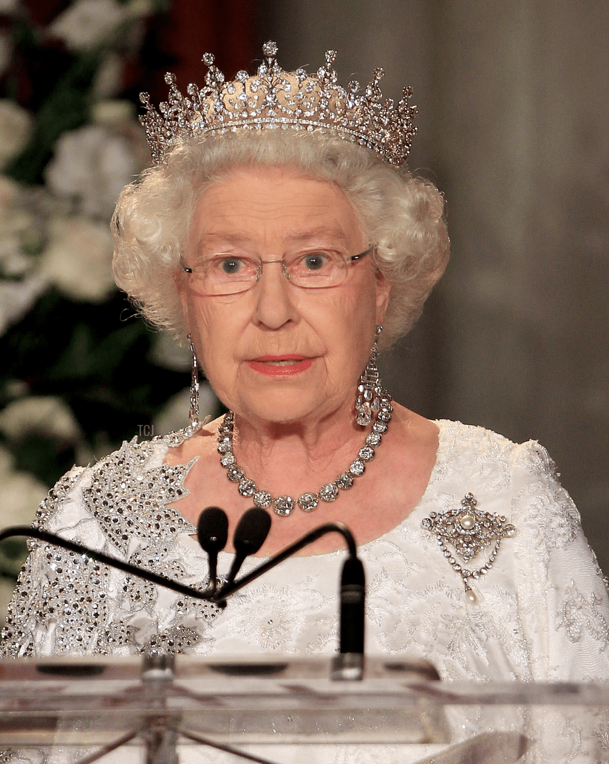 Queen Elizabeth II gives a speech during a dinner at the Royal York Hotel on July 5, 2010 in Toronto