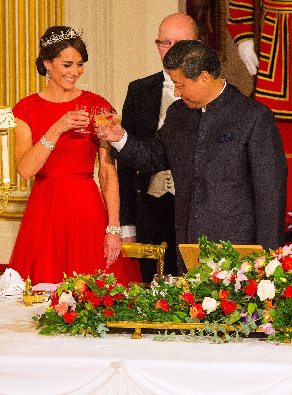 Chinese President Xi Jinping (R) raises a glass with Britain's Catherine, Duchess of Cambridge, during State Banquet hosted by Britain's Queen Elizabeth II (unseen) at Buckingham Palace in London, on October 20, 2015, on the first official day of Xi's state visit. Chinese President Xi Jinping arrived for a four-day state visit as the government of Prime Minister David Cameron seeks stronger trade ties with the world's second-largest economy