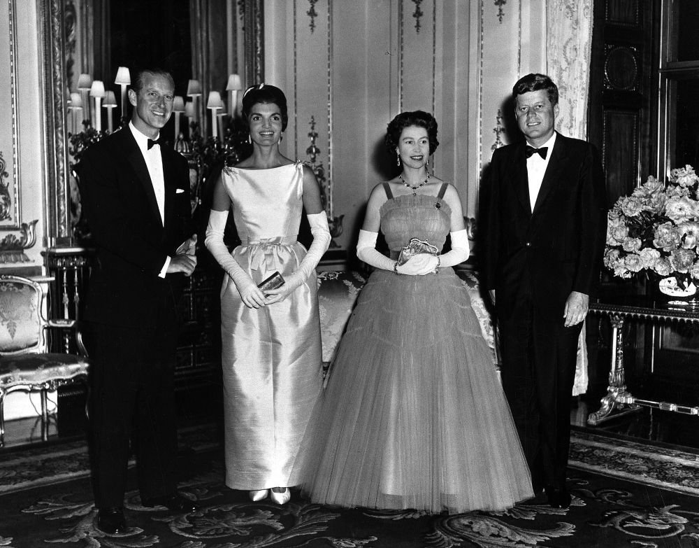 Buckingham Palace Queen Elizabeth and Prince Philip host Queen's Dinner for President and Mrs. Kennedy