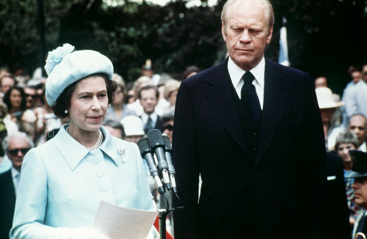 Queen Elizabeth II makes a speech, next to US President Ford, at the White House in Washington, 07 July 1976 during a state visit
