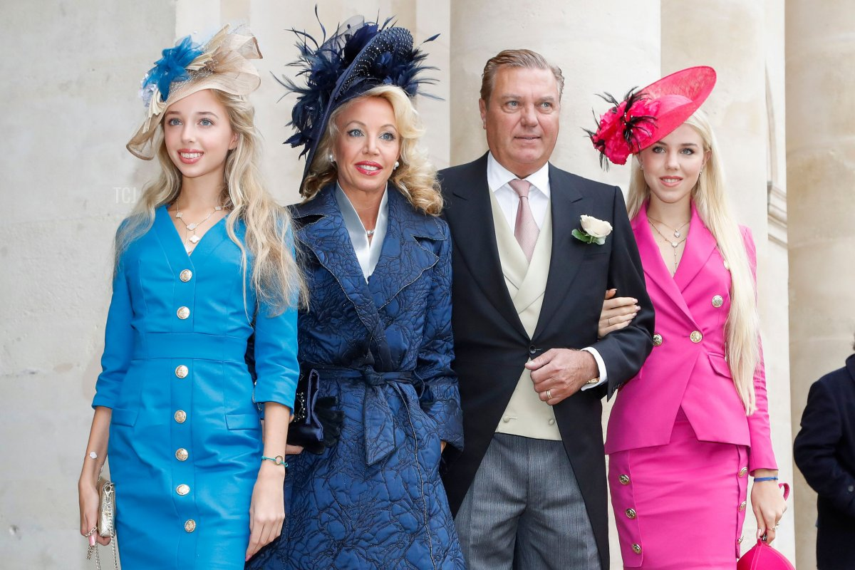 Charles de Bourbon des Deux-Siciles (2ndR) and his wife Princess Camilla de Bourbon des Deux-Siciles (2ndL) and their daughters Maria Chiara (L) and Maria Carolina de bourbon des deux-siciles arrive to attend the wedding of prince Jean-Christophe Napoleon and Countess Olympia Arco-Zinneberg at the Saint-Louis-des-Invalides cathedral at the Invalides memorial complex in Paris on October 19, 2019