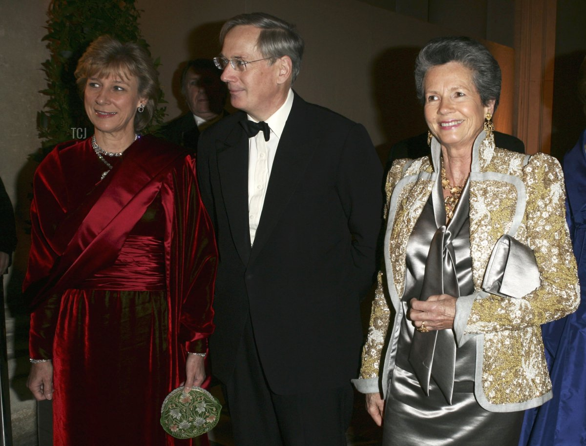 Anne-Aymone Giscard D'estaing (R), Duchess of Gloucester (L) and her husband Duc of Gloucester (C) attend the Child Abuse Foundation Gala at the Castle of Versailles on December 6, 2004 in Versailles, France