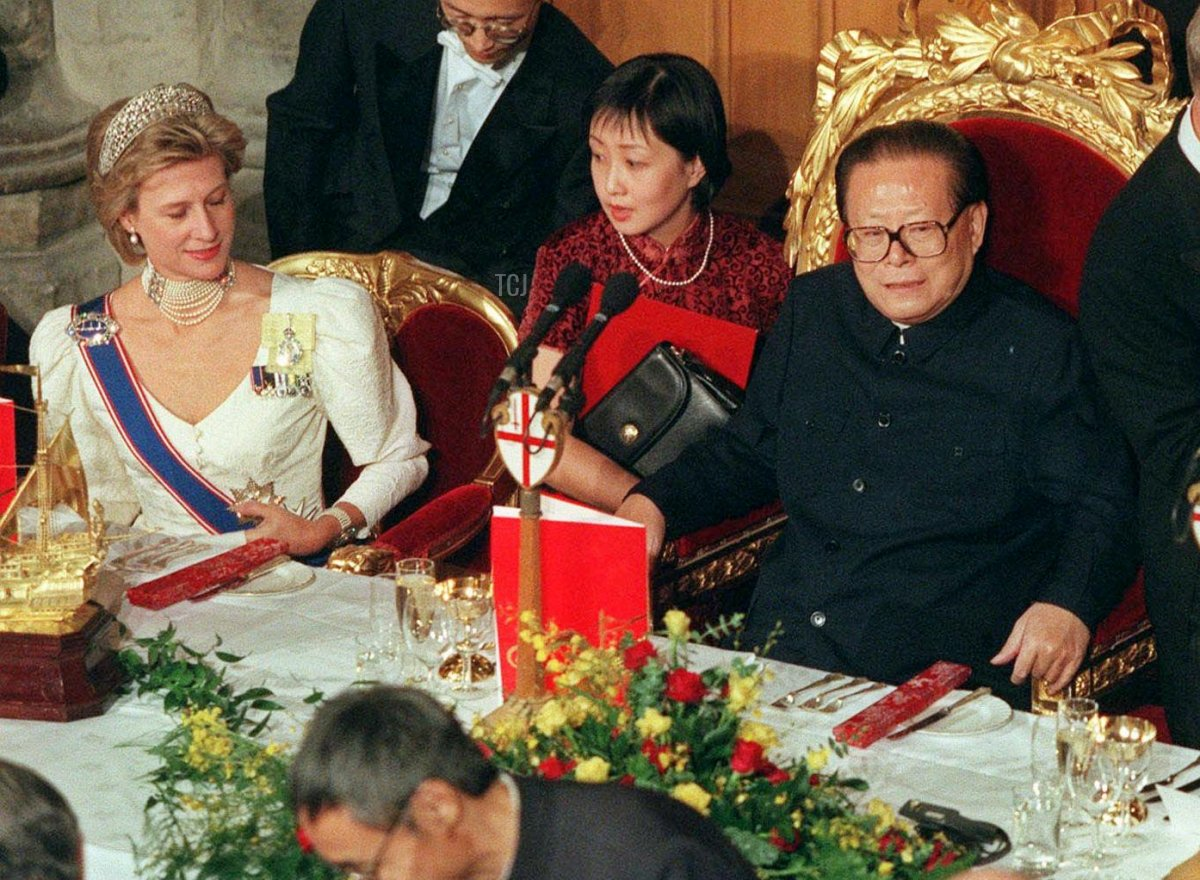 Chinese President Jiang Zemin, centre, with the Duchess of Gloucester at left and the Lord Mayor of London Lord Levine, right, prior to a banquet at the Guildhall in the City of London late Wednesday October 20 1999