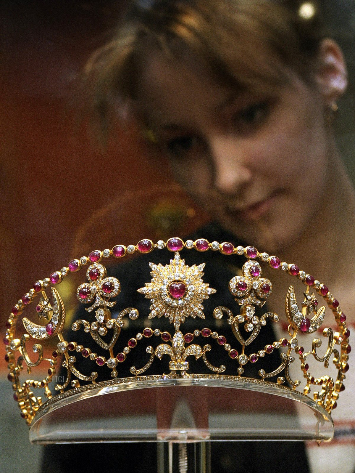 A visitor looks at a golden diadem exhibited in the Hermitage museum in St.Petersburg, 01 March 2004