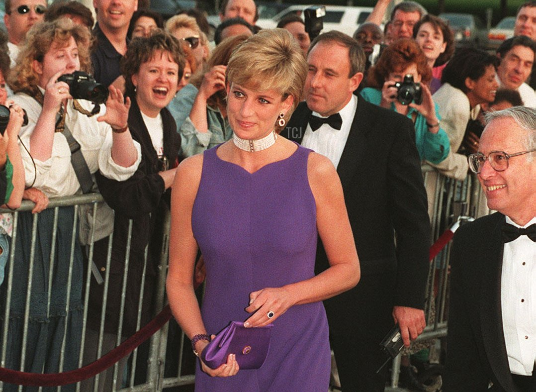 The Princess of Wales arrives at the Field Museum in Chicago, wearing a Versace dress to attend a fund raising gala dinner for a charity in the city centre, 5 Jun 1996