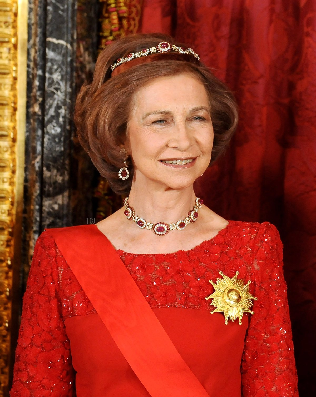 Queen Sofia of Spain attends a state dinner in honor of the President of France, April 2009