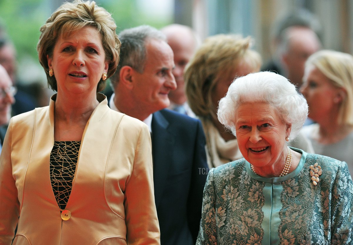 Queen Elizabeth II (R) and Irish president Mary Mcaleese (L) attend the National Convention Centre, Dublin on May 19, 2011