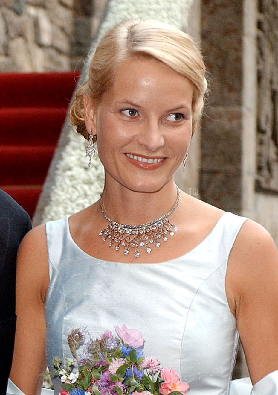 Crown Prince Haakon of Norway and his fiancee Mette-Marit Tjessem Hoiby arrive for a dinner at Akershus Castle in Oslo August 24, 2001 on the eve of their wedding