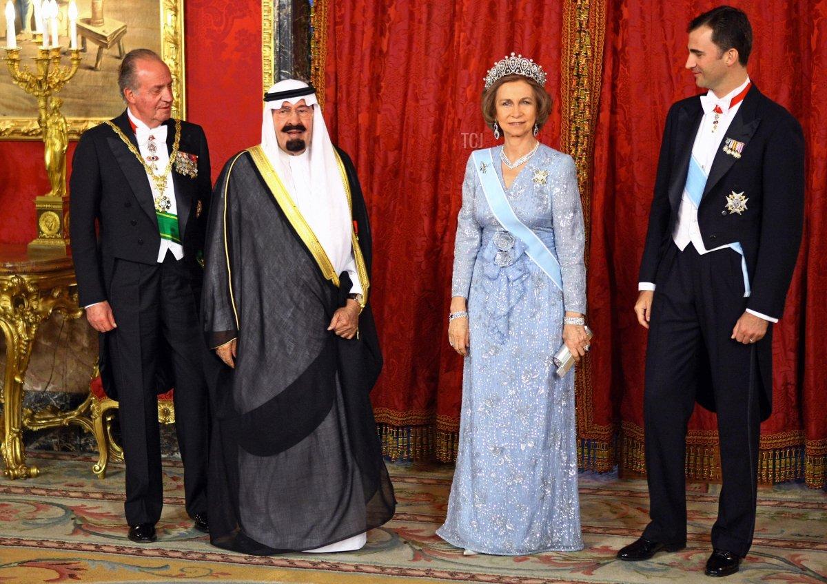 King Juan Carlos of Spain (L), Queen Sofia (2ndR), Crown Prince Felipe (R) and Saudi Arabia King Abdullah Bin Abdulaziz Al-sahud (2ndL) pose before a official diner at Royal Palace in Madrid, 19 June 2007