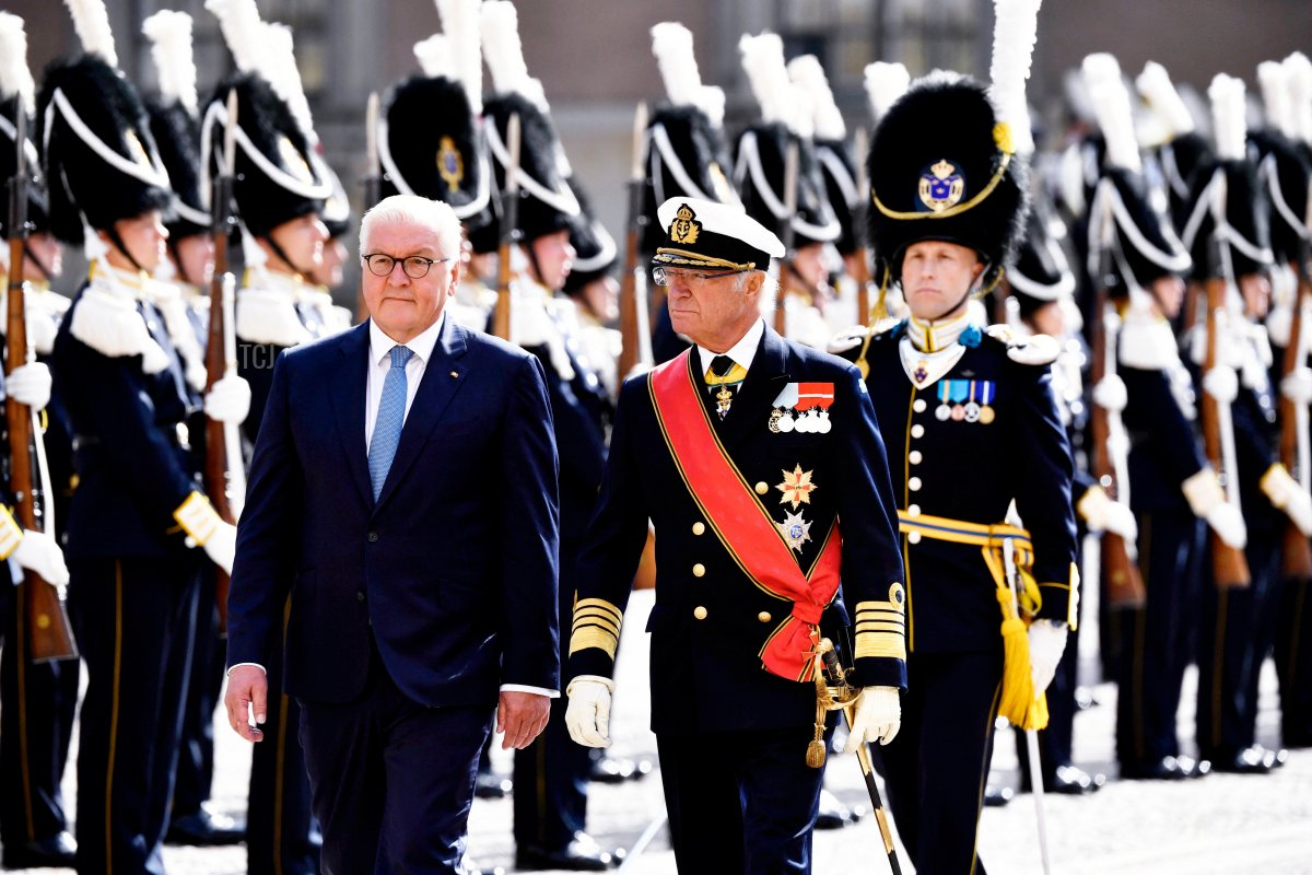German President Frank-Walter Steinmeier (L) and Sweden's King Carl XVI Gustaf inspect the guard of honor during a welcoming ceremony at the Royal Palace in Stockholm, on September 7, 2021