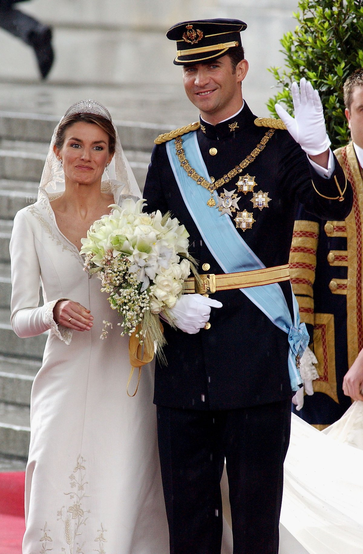 Spanish Crown Prince Felipe de Bourbon and his bride, princess Letizia Ortiz leave the Almudena cathedral after their wedding ceremony May 22, 2004 in Madrid