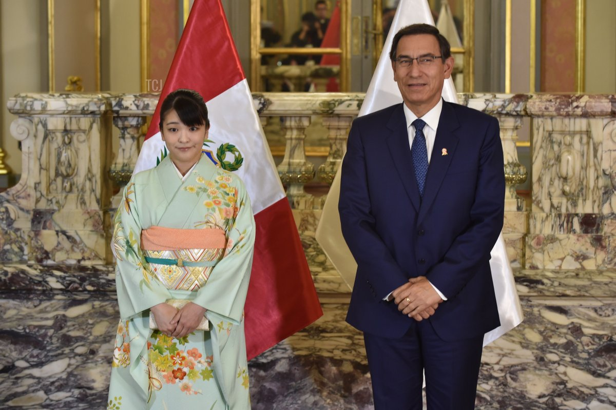 Japanese Princess Mako (L), the eldest daughter of Crown Prince Akishino, and Peru's President Martin Vizcarra pose for pictures during a meeting at the Palace of Goverment in Lima on July 11, 2019