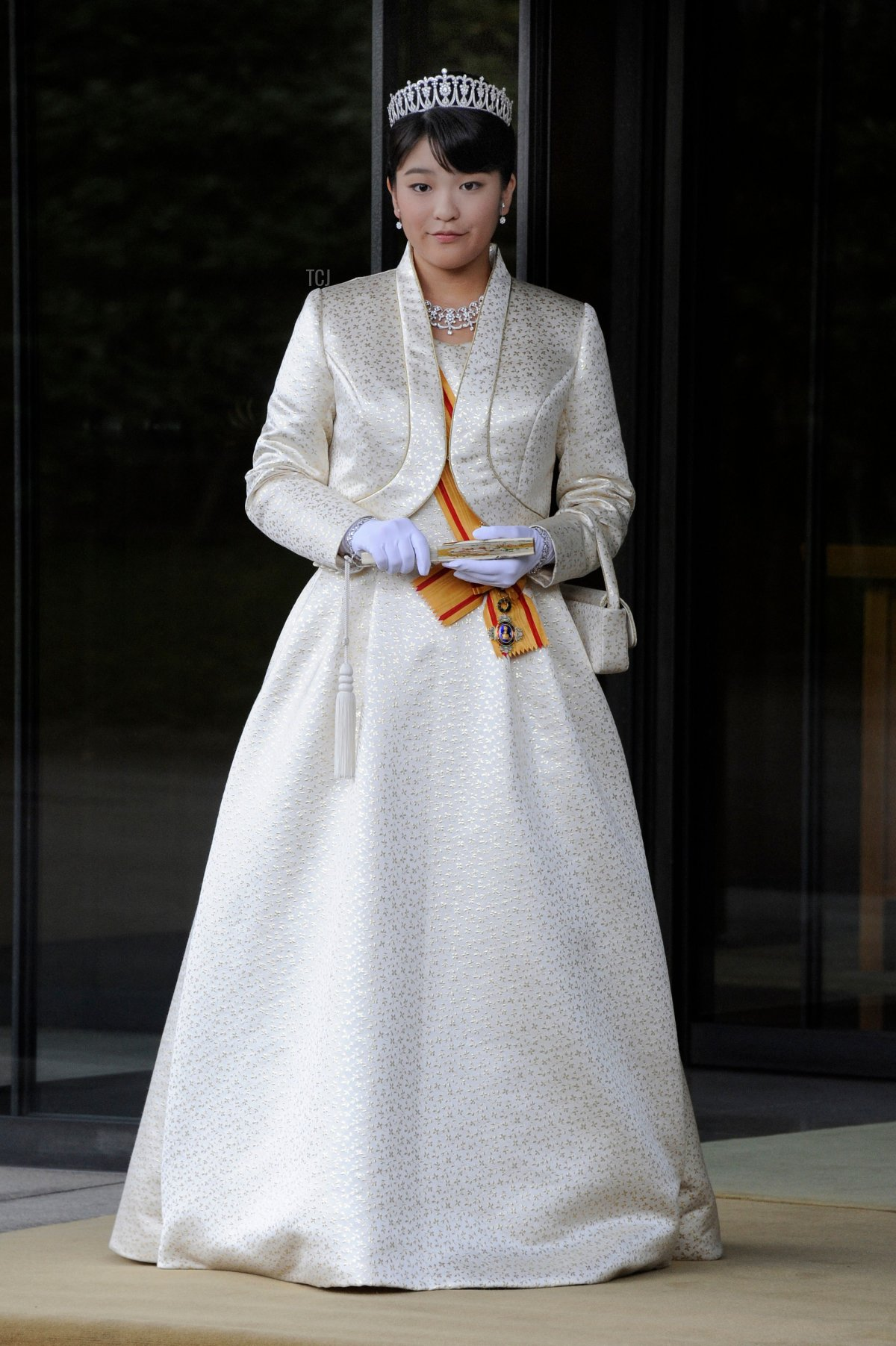 Japan's Princess Mako, the first daughter of Prince Akishino and Princess Kiko, in full dress leaves the Imperial Palace in Tokyo after meeting with the emperor and empress on October 23, 2011