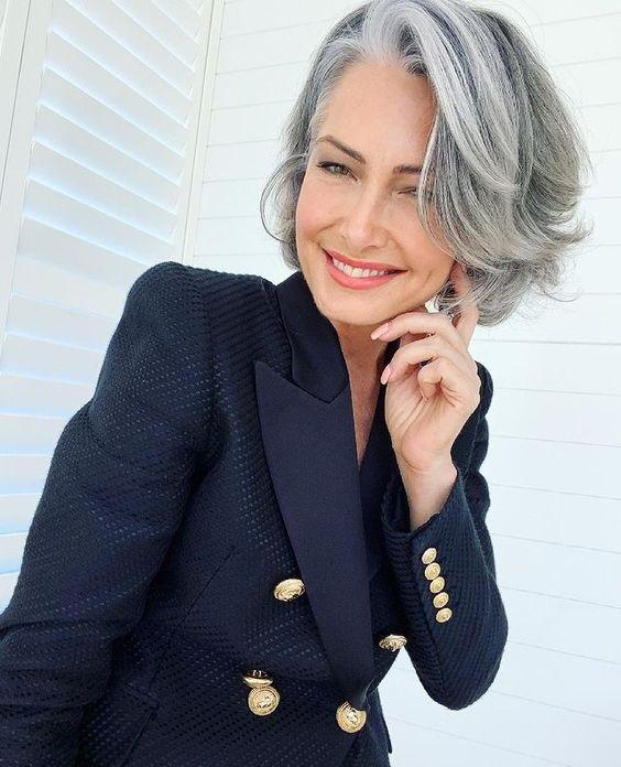 Πώς να μεγαλώσεις τα γκρίζα μαλλιά - The Cover
