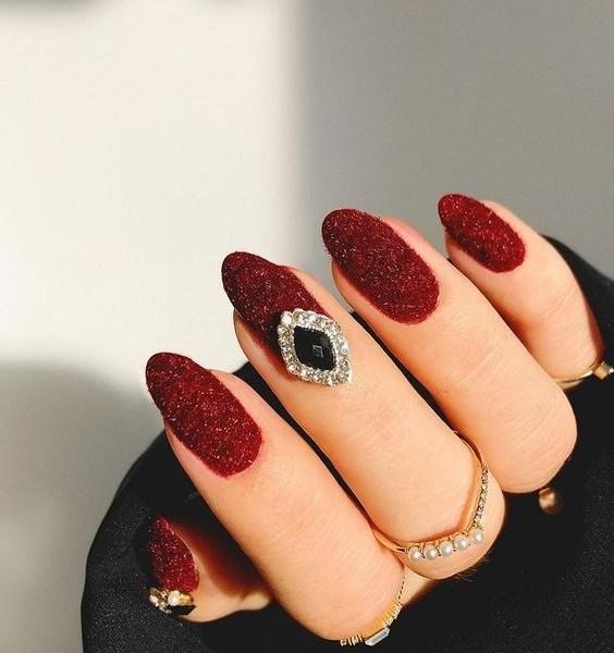 Jewel Tones Mani: Πολυτελείς Αποχρώσεις Για Τα Νύχια Σας