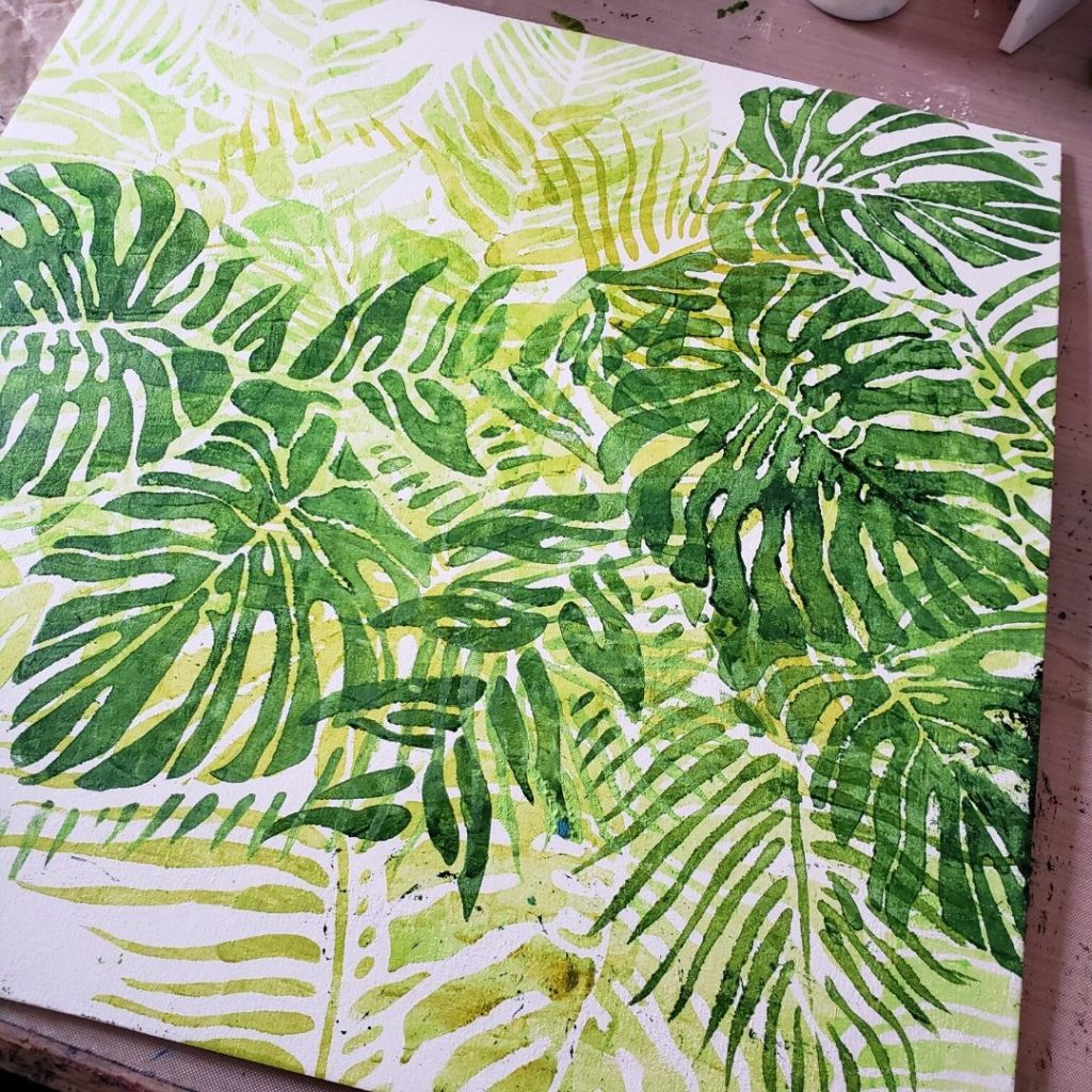 Tropical Fonds in shades of green