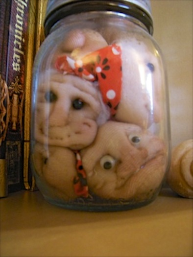jar_of_heads